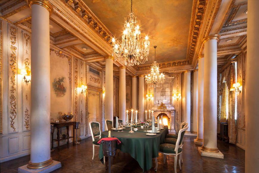 un-restaurant-construit-intr-o-biblioteca-este-cel-mai-frumos-loc-in-care-poti-lua-cina_1
