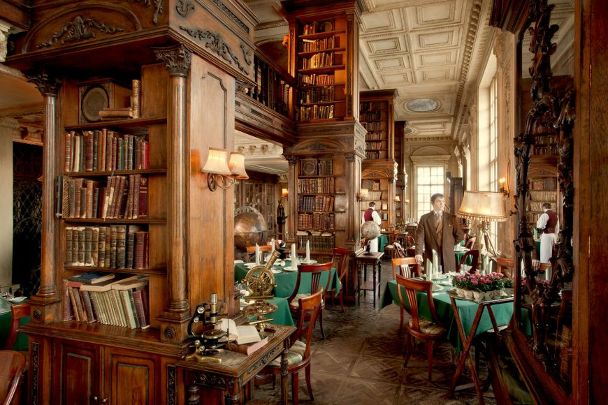 un-restaurant-construit-intr-o-biblioteca-este-cel-mai-frumos-loc-in-care-poti-lua-cina_2_size1
