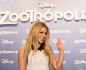 Shakira atrage priviri si intr-o tinuta banala